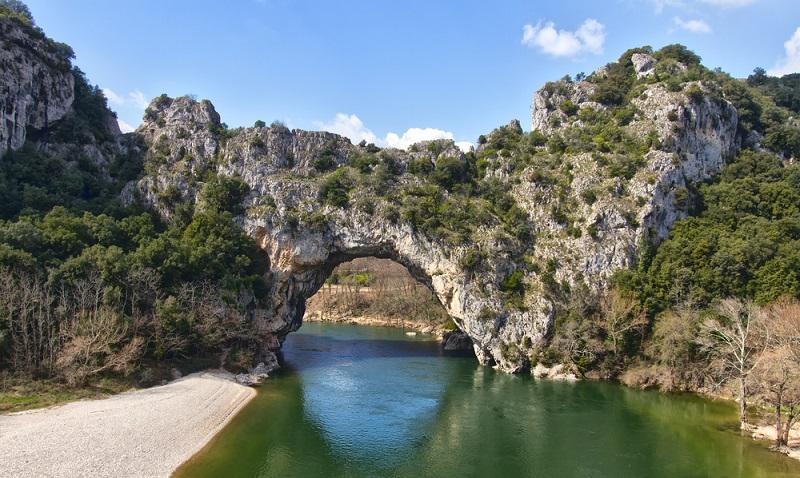 Zu den bekanntesten Naturparks in Südfrankreich gehören zum Beispiel Camargue, Corse, Grands Causses, Luberon, Massif des Bauges, Monts d'Ardèche, Narbonnaise en Méditerranée und Haut-Pilat.(#03)