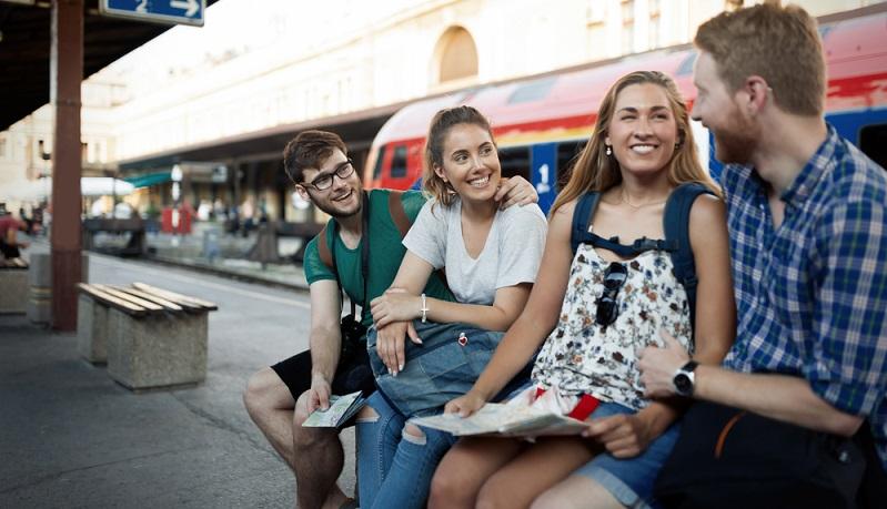 Denn nachhaltiger Tourismus beginnt schon bei kleinen Dingen. So zählt zu den sinnvollsten, einfachsten Lösungen die Anreise mit Bus oder Bahn. Gerade auch attraktive Städte in Europa sind heutzutage sehr gut an das Fernbusnetz angeschlossen, so z.B. Mailand, Paris, Amsterdam, Barcelona oder auch Rom.(#01)