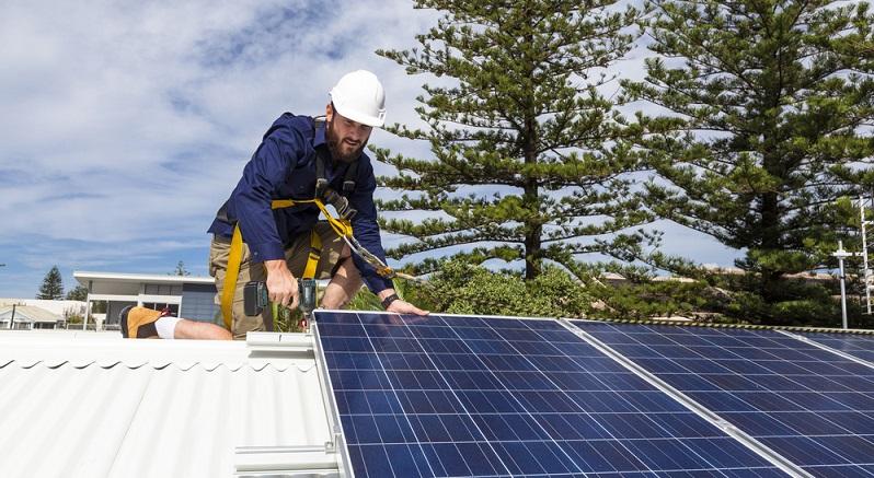 Eine Lüftungsanlage mit Wärmerückgewinnung oder eine Anlage, die mit Solarenergie das Trinkwasser erwärmt bringt weitere Einsparungen beim Energiebedarf.  ( Foto: Shutterstock-   zstock_)