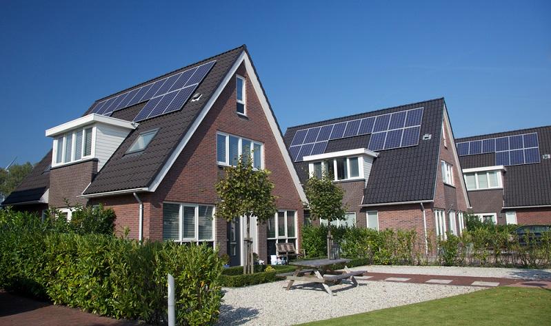 Solarthermieanlagen sind eine praktische Ergänzung zu anderen Heizsystemen. ( Foto: Shutterstock- esbobeldijk)